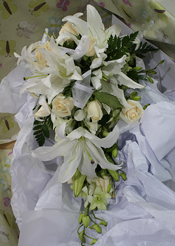 trailing or teardrop style bouquet